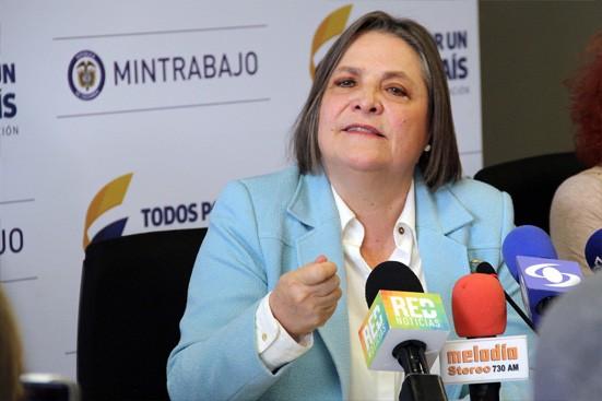 Equidad laboral para las mujeres compromiso de Clara López