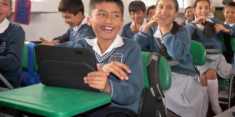 Servicio gratuito escolar y universitario facilita y promueve el acceso a la educación para todos los cajiqueños