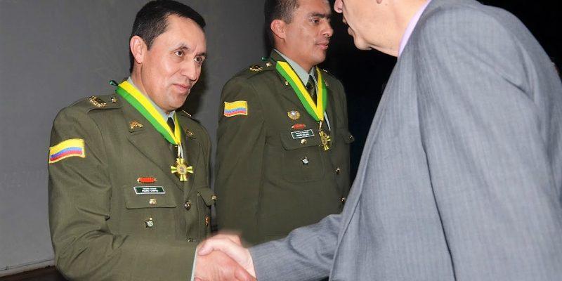Con la Orden al Mérito Grado Comendador alcalde Leonardo Donoso1
