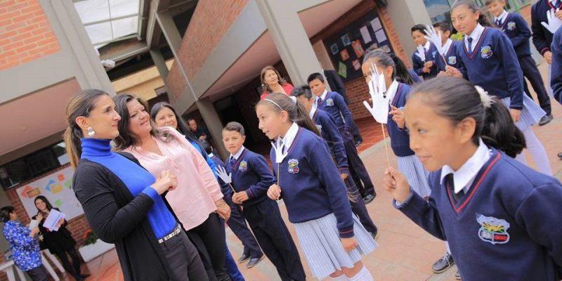 Ministra de Educación recorrió obra de infraestructura de IE de Cajicá