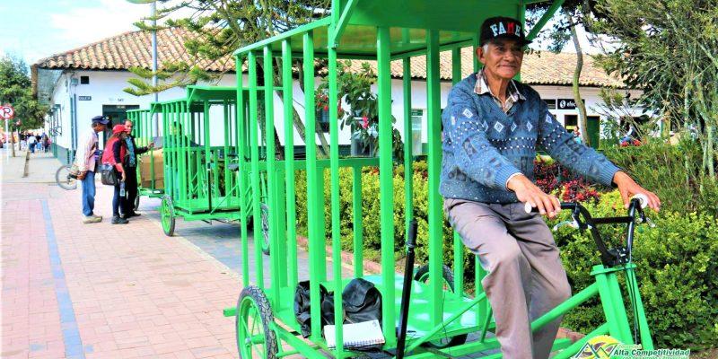 Recicladores reciben triciclos para facilitar y mejorar sus actividades