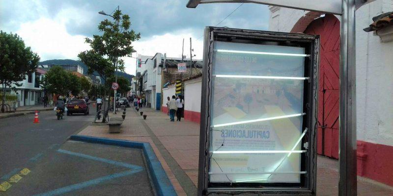 Vandalos destruyen mogadores en paraderos del centro de Zipaquira