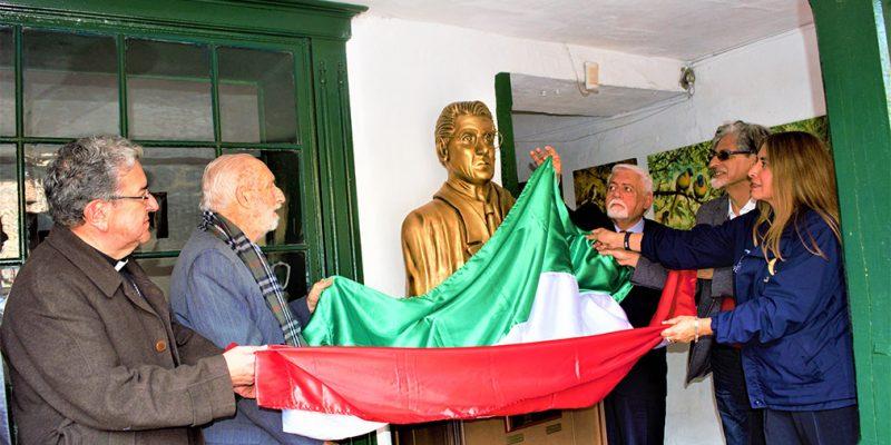 Develada escultura en honor al maestro Guillermo Quevedo Zornoza