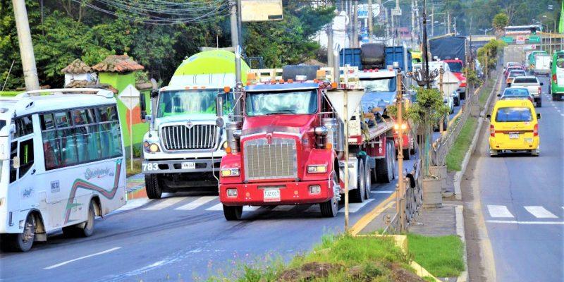 Nuevamente 10 horas diarias de restricción al tráfico pesado por la Avenida Pradilla en Chía