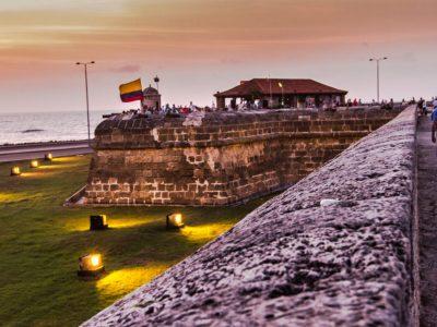Ciudad amurallada de Cartagena bajo ataque
