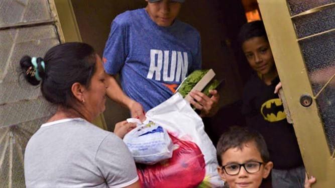 Alcaldia de Zipaquira inicio entrega de ayudas humanitarias 1