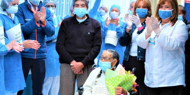Una abuelita de 92 anos y su nieto de 52 se recuperaron del coronavirus en el hospital de Suesca