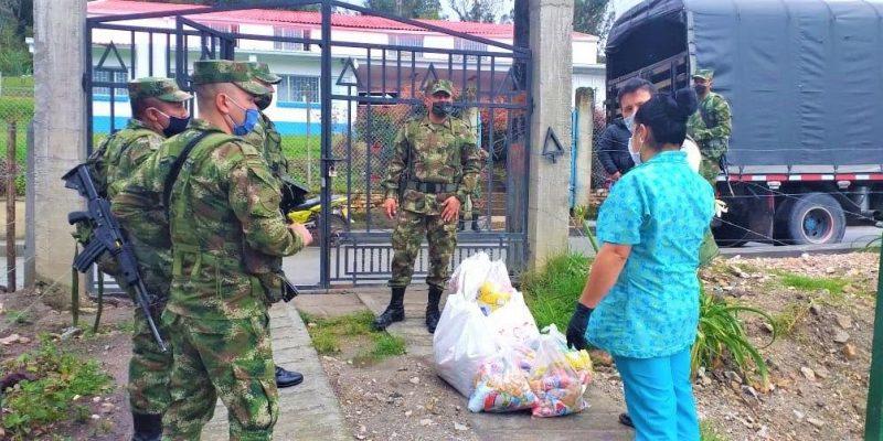 Brigada 13 acompana a los habitantes del municipio de Gutierrez en su reactivacion social