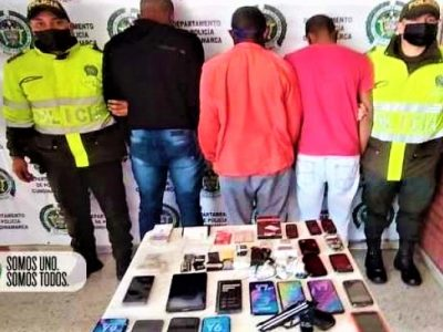 Delincuentes extranjeros trataron de huir en bus tras robar establecimiento en Facatativa