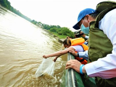 Ejercito Nacional contribuye a la recuperacion de la cadena alimenticia del rio Magdalena